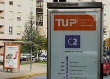 Una parada del TUP en la avenida del Castillo. Ponferrada, 3 jul, 2008. Fuente: unecologistaenelbierzo.wordpress.com. Foto: Enrique . Manzano.