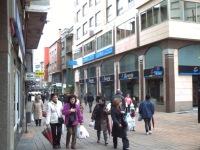 La peatonalización de la calle del Cristo provocó fuertes protestas en su día, pero hoy nadie discute el acierto de la misma. Ponferrada, 18 abril 2009. Foto: Enrique L. Manzano.