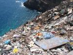 El vertedero municipal de Puntallana (Punta de Avalo, La Gomera) fue durante muchos años el océano. 2005.