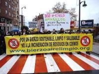 Primera manifestación contra la incineración de residuos en Cosmos. Ponferrada, 29 nov. 2008.Ecologistasenaccionb. blogia.com.