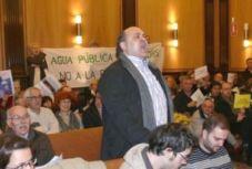 Ramiro Pinto protesta contra la privatización del agua. León, 17 enero 2009. Fuente: leonoticias.com.