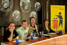 Rueda de prensa de Greenpeace y Ecologistas en Acción a favor del cierre de Garoña . Madrid, 23 jun. 2009. Fuente: greenpeace.org.