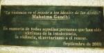 Cita de Mahatma Gandhi, al pie del Monumento a la tolerancia. Ponferrada., 3 sept. 2009. Foto: Enrique L. Manzano.