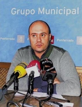 Javier Campos en rueda de prensa. Ponferrada, 14oct. 2009. Fuente: lacronicadeleon.es.
