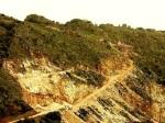 Imagen de la cantera Peña del Horno II realizada en 2009 se aprecia el avance de la excavación pese al decreto de paralización cautelar. Agost 2009. Fuente: unecologistaenelbierzo.wordpress.com.