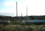 Montaña de carbón autóctono apilada a la entrada de la Central Térmica Compostilla II. Ponferrada, 15 sept. 2009. Fuente: unecologistaenelbierzo. Foto: Enrique L. Manzano.