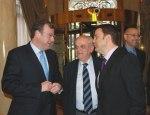 El consejero Antonio Silván (izquierda) con Manuel Núñez Pérez (presidente del Tribunal de Cuentas) y el alcalde de Ponferrada, Carlos López Riesco. Madrid, 20 febr. 2010. Fuente: D-B News.