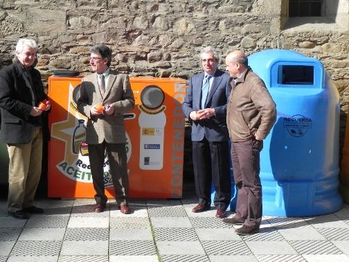 Presentación de los nuevos contenedores para la recogida del aceite doméstico usado. Bembibre, 9 marzo 2011. Bierzodiario.com.