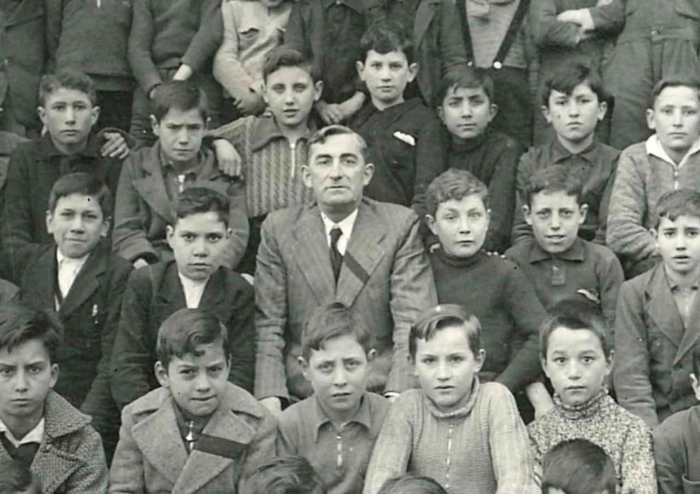 Don Felipe Sánchez Rincón, con sus alumnos. Ponferrada, 1936. Copyright Enrique López Manzano.