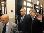 Victorino Alonso en el juzgado acompañado de sus abogados. 21oct. 2010. Lacronica.net.