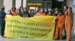 Protesta de Ecologistas en Acción contra el expolio de la cueva de Chaves por Victorino Alonso. 2011. Arainfo.org.