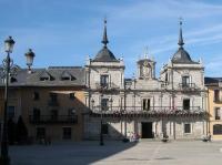 El ayuntamiento y el edificio anexo donde se celebran las reuniones de la AL21. Ponferrada, 14 jul. 2008. Foto: Enrique L. Manzano.