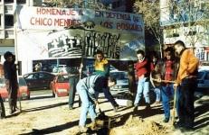 Homenaje de Ecologistas en Acción a Chico Mendes, el gran defensor de la selva amazónica. Ecologistasenaccion.org.