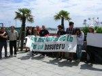 Protesta en Candás contra el vertido de fuel de la central térmica de Aboño. 2012. Cea.