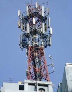 Una antena de telefonía móvil. Fahrenheit2012.wordpress.com.