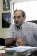 El profesor Julio Lago asegura que los datos concluyen que no hay ningún déficit en la red eléctrica nacional. Fuente: lacronicadeleon.es. Foto: M. Marcos.