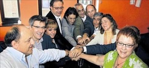 Todas las instituciones y partidos leoneses escenifican su oposición a la línea Sama - Velilla; Camino Alonso es la primera por la derecha. León, 25 sept. 2009. Fuente: lacronicadeleon.es.