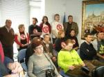 Un aspecto del público en la pequeña sala de plenos de Cubillos del Sil. 18 marzo 2010. Foto: Enrique L. Manzano.