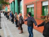Cadena humana contra la incineración. Ponferrada, 9 nov. 2013. Fuente: ecobierzo.org. Foto: Manolo.