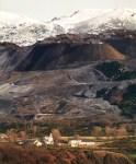 Destrozos producidos por la minería a cielo abierto en el Santuario de Nuestra Señora de Carrasconte. Valle de Laciana, 2008. Filonverde.org.