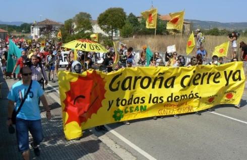 Manifestación ecologista exigiendo el cierre de Garoña.