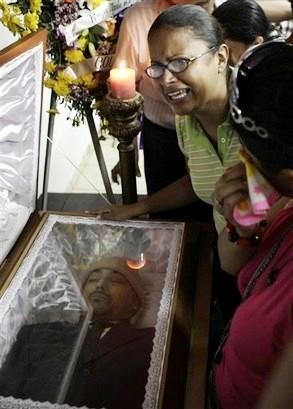 Entierro del docente Roger Vallejo en Tegucigalpa. 3 agosto 2009. Honduras-en-resistencia.over-blog.es.