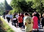Manifestación vecinal para solicitar mejoras en el acceso por carretera a los pueblos del valle del Oza. 9 agosto 2009. Fuente: lacronicadeleon.com.