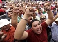 Manifestantes piden en Tegucigalpa el retorno al poder del presidente Manuel Zelaya. 2009.
