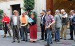 Miembros de la FFVV 'Antonio Machado' tras el pleno en el que pidieron la dimisión del alcalde León de la Riva. 12 sept. 2013. Fuente: vecinosvalladolid.org. Foto: Carlos Arranz.