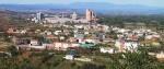 Una vista aérea de Toral de los Vados y de Cementos Cosmos en 2008.