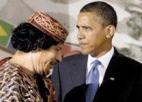 Muanmar al-Gadaffi y Barack Obama en L'Aquila. 9 jul. 2009.