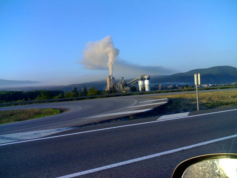 La cementera Cosmos es una fuente importante de contaminación en el Bajo Bierzo.  7 jun. 2007. Fuente: bierzonatura.blogspot.com.