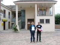 Entrega de 10.000 firmas contra la incineración de residuos en Cosmos. Toral de los Vados, 4 jun. 2009. Bierzoairelimpio.org.