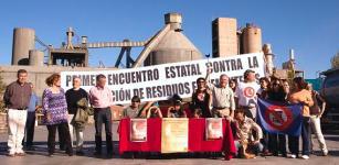Firmantes del manifiesto contra la incineración de residuos en cementeras. Toral de los Vados, 11 oct. 2011. Fuente: elecodelbierzo.com.