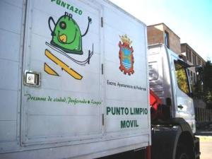 El servicio 'Punto limpio móvil' permite la recogida de residuos especiales. Ponferrada, 29 agosto 2009. Fuente: unecologistaenelbierzo.wordpress.com. Foto: Enrique L. Manzano.