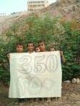 Niños yemeníes participan en la convocatoria contra el cambio climático de 350.org. 24 oct. 2009.350.org.