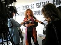 Coral, de Toledo Aire Limpio atiende a los medios de comunicación. Ponferrada, 10 oct. 2009. Foto: Enrique L. Manzano.