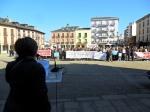 La presidenta de la Federación de AAVV, Pilar Martín, se dirige a los manifestantes. Ponferrada, 18 febr. 2012. Unecologistaenelbierzo. Foto: Enrique L. Manzano.