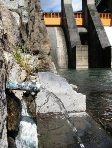 La Fuente del Azufre precisa urgentemente de un plan de puesta en valor que la vuelva accesible a los ponferradinos. Ponferrada, 21 marzo 2010. Fuente: unecologistaenelbierzo.wordpress.com. Foto: Enrique L. Manzano.