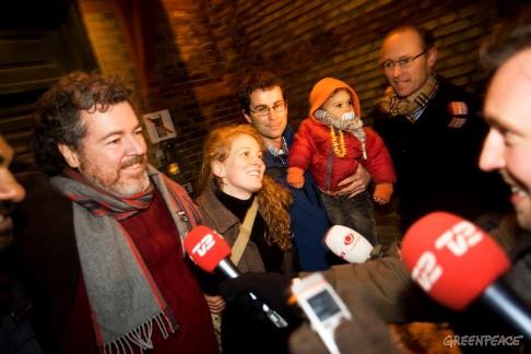 Liberación de los cuatro activistas de Gereenpeace detenidos en Copenhague. 6 enero 2010. Fuente: Greenpeace.org.