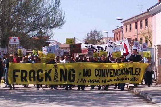 Manifestación. 'Fracking No'. Sotopalacios, 19 abril 2014. Diariodevurgos.com.