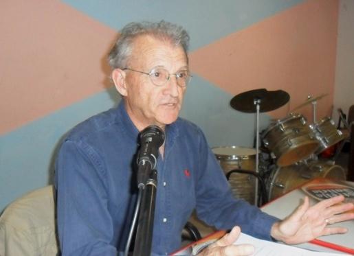 Pedro Costa Morata durante du intervención. Ponferrada, 24 mayo 2013. Fuente: unecologistaenelbierzo.wordpress.com. Foto: Enrique López Manzano.