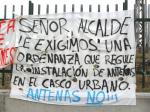 'Sr. alcalde, le exigimos una ordenanza que regule la instalción de antenas en el casco urbano'. Ponferrada, 12 dic. 2012. Ecologistaenelbierzo. Foto: Enrique L. Manzano.