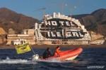 Protesta de Greenpeace ante el hotel de El Algarrobico. 'Hotel ilegal'. 12 mayo 2014. Fuente: greenpeace.org.