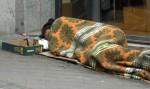 Mendigo durmiendo en una calle de Madrid. 2014. Lamarea.com.