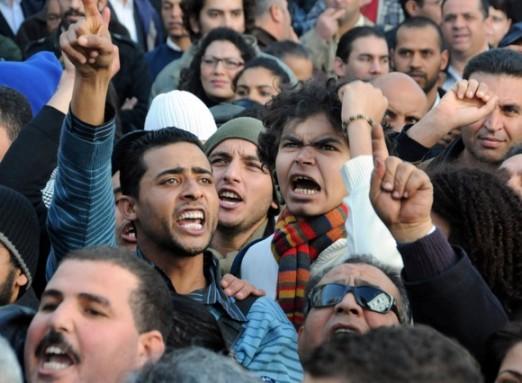 Protestas en la capital de Túnez esta mañana. 8 enero 2011. Fuente: elperidodico.com.  Foto: Hassene Dridi. AP.