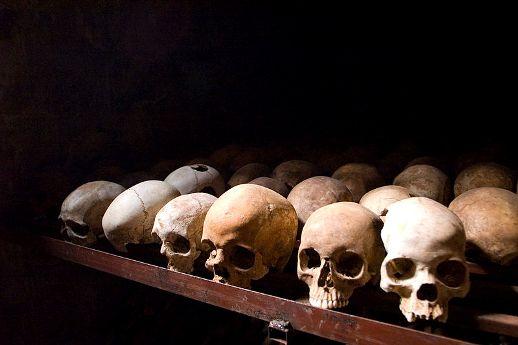 Víctimas del genocidio de Ruanda. Nyamata, 2007. Fuente: Wikipedia.org. Foto: Fanny Schertzer