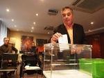 José Manuel Vidal votando en las primarias del partido magenta. 18 dic. 2010. Upyd.