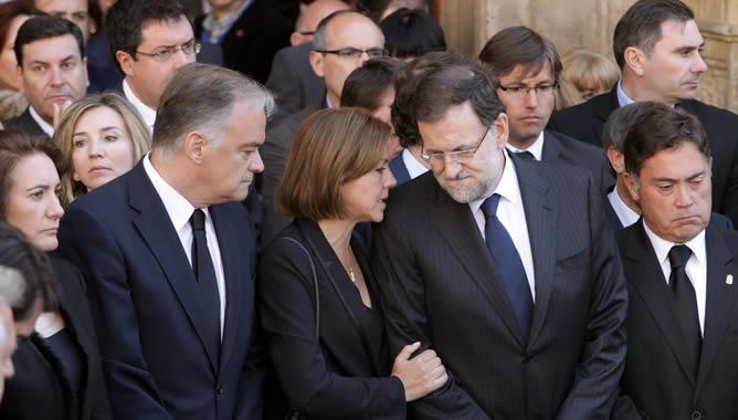 Políticos españoles en el funeral de Isbael Carrasco, entre ellos el presidente Mariano Rajoy y entonces vicepresidente en la Diputación, Marcos Martínez. León, 13 mayo 2014. Rtve.es.