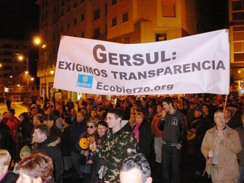 Manifestación exigiendo transparencia a Gersul. 29 diciembre 2010. Fuente Unecologistaenelbierzo.wordpress.com. Foto: Labarga.
